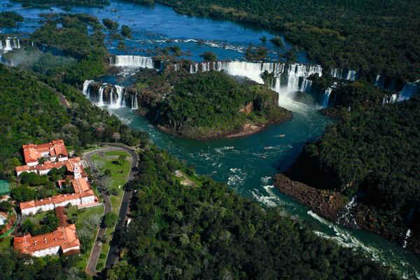 Фос-ду-Игуасу водопады Бразилии