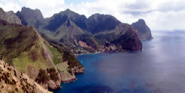 !!!CHI ROB CRUSOE island aerial with village.jpg (44680 bytes)